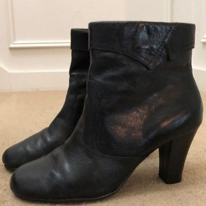 Aerosoles  Black Leather Ankle Booties Size 91/2